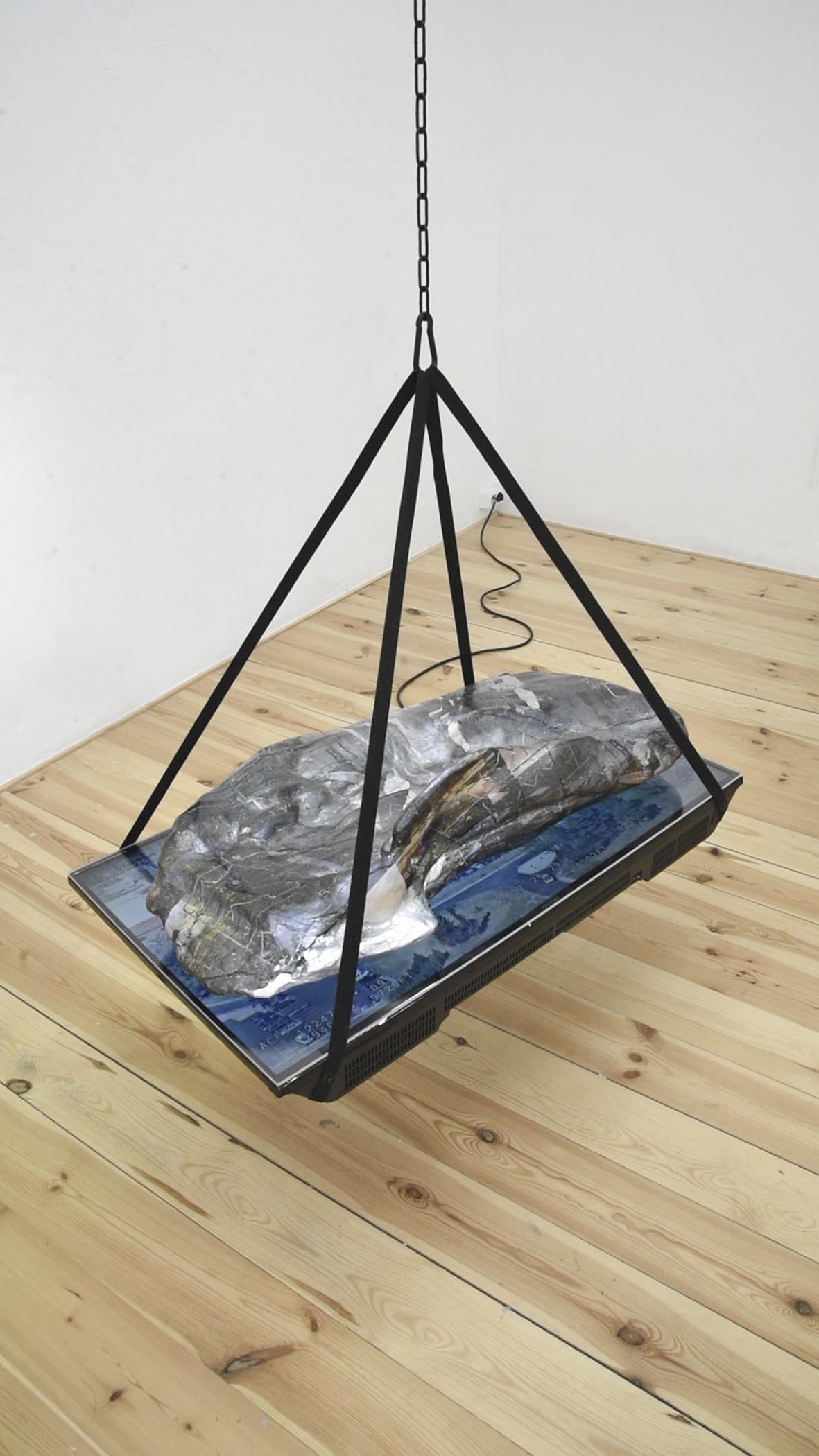 White Hot (Medical Center), 2017 Hydroprint on painted extruded polystyrene, hydrocal, acrylic, LED screen, chain, carabiners, nylon webbing, USB drive, 21 x 37 x 142 inches Forced photogrammetry models resting atop leaked military drone videos. Hydroprinted with images sourced from internet message boards.