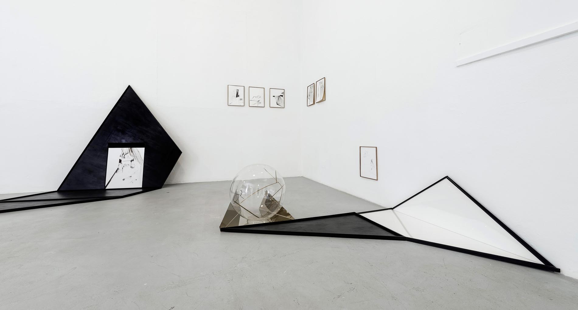 Nina Annabelle Maerkl, Frames, 2018, Installation view, welded steel, ink on paper 120 x 80 x 5 cm